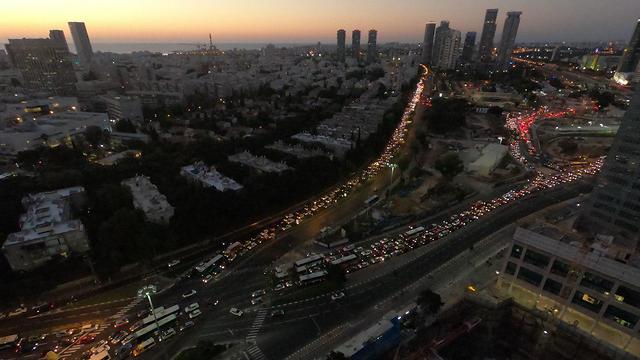 Traffic blocked in Tel Aviv during Ethipian community protests (Photo: Aviah Gantz)