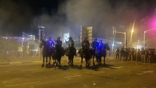 הפגנה יוצאי אתיופיה בעזריאלי (צילום: אמיר אלון)