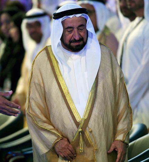 """אביו של המעצב, השייח' ד""""ר סולטאן בן מוחמד אל קסימי (צילום: AP)"""