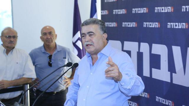 עמיר פרץ במסיבת העיתונאים (צילום: מוטי קמחי)