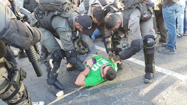 Задержание на перекрестке Азриэли