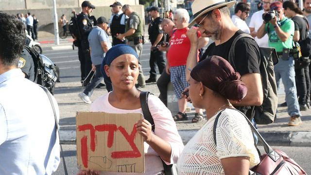 מחאת יוצאי אתיופיה בצומת עזריאלי בתל אביב (צילום: מוטי קמחי)