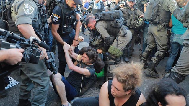 מחאת יוצאי אתיופיה בצומת עזריאלי בתל אביב (צילום: דנה קופל)