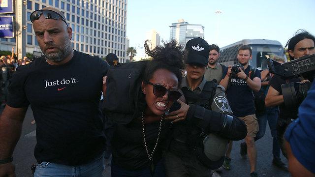 מחאת יוצאי אתיופיה בצומת עזריאלי בתל אביב (צילום: אוהד צויגנברג)