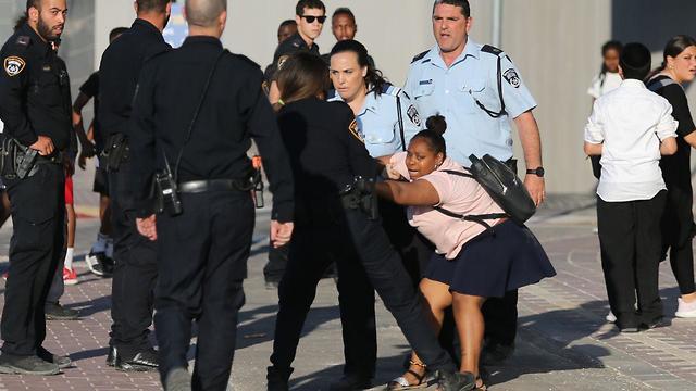 Столкновения демонстрантов с полицией в Бейт-Шемеше. Фото: Алекс Коломойский (Photo: Alex Kolomoisky)