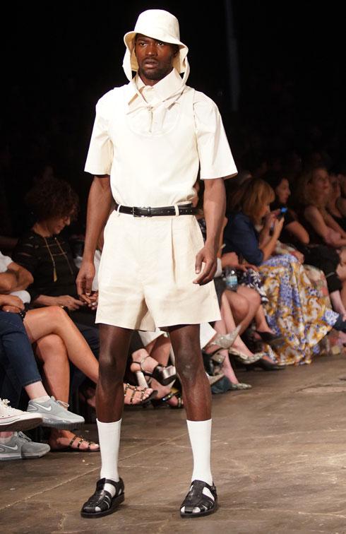 קרן צ'רנוב. בגדים לבישים בצבעוניות בהירה (צילום: רפי דלויה)