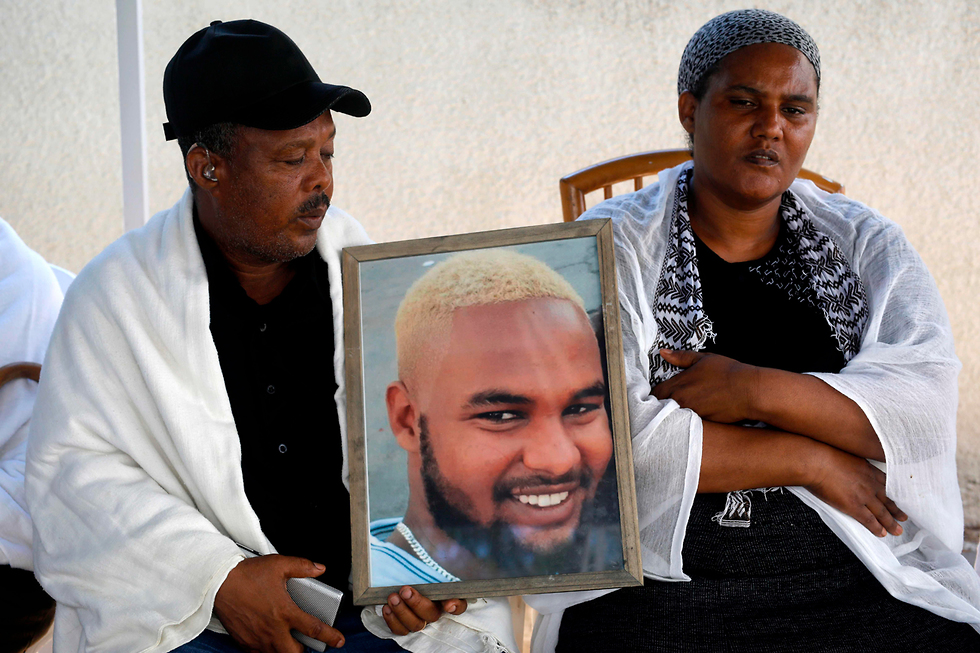 משפחתו של סלומון טקה יושבת שבעה (צילום: AFP)