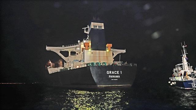 בריטניה השתלטה ב גיברלטר על מכלית נפט שהגיעה מ איראן (צילום: EPA)