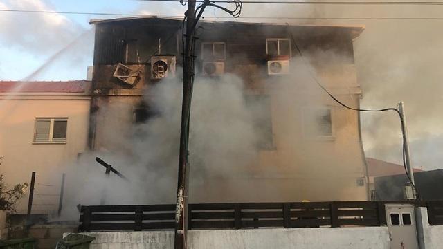 שריפה עשן אש ראש העין בית ה גננת המתעללת כרמל מעודה  (צילום: דוברות המשטרה)