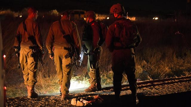 IDF forces acannig the car-ramming scene (Photo: IDF Spokesperson's Unit  )