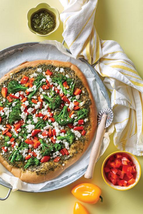 פיצה משפחתית מקמח כוסמין (צילום: בועז לביא, סגנון: נעה קרינק)
