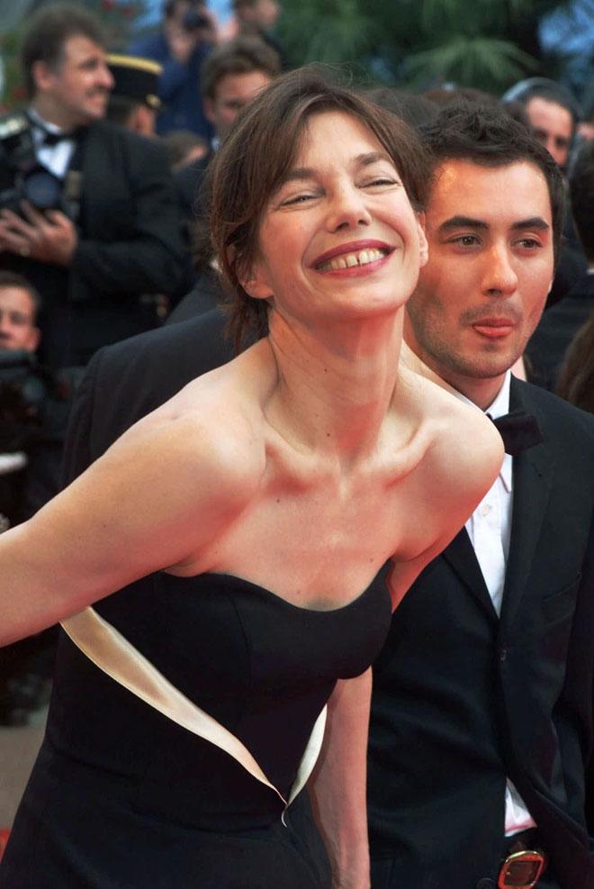 בירקין על השטיח האדום ב-2001 (צילום: AP)