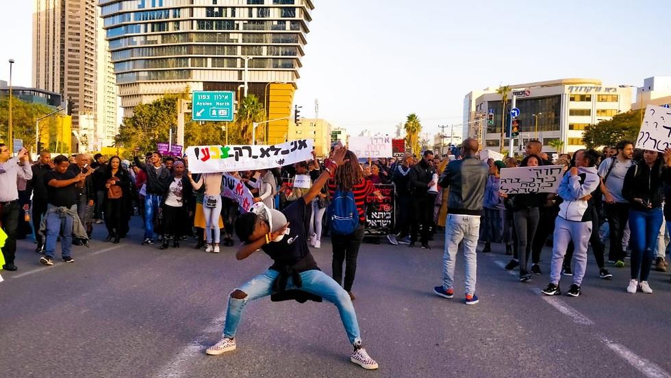 יוצאי אתיופיה בהפגנה באיילון (צילום: מיירן גרוסי)