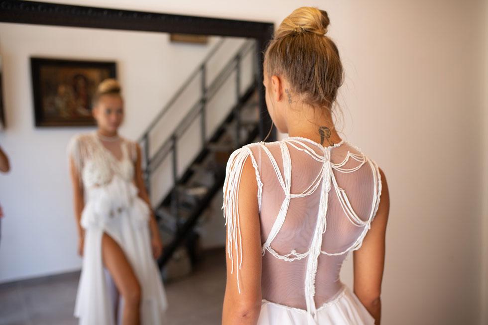 """""""זוהי רק יריית הפתיחה מכיווני. אני רואה את עצמי מתפתח כמעצב שמלות ערב וכלה ייחודיות"""". עיצוב של שושני (צילום: טל שחר)"""