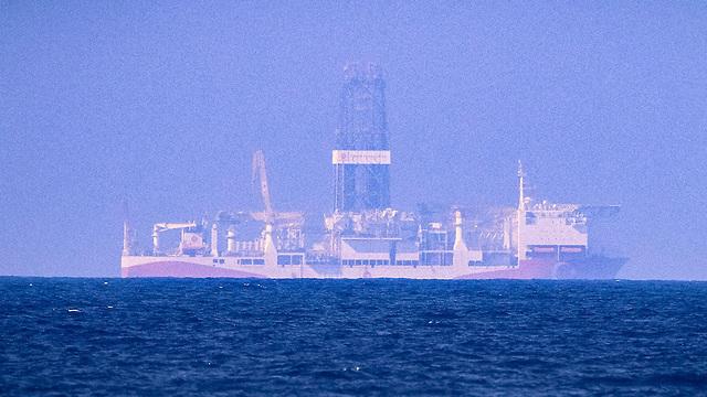 ספינות קידוח גז של טורקיה עוגנות ב קפריסין (צילום: AFP)