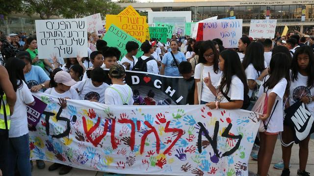 מחאה נגד גירוש פיליפינים עובדים זרים  (צילום: מוטי קמחי)