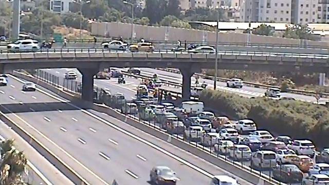 רוכב אופנוע בן 18 נפצע קשה גשר בר אילן (צילום: נתיבי ישראל)