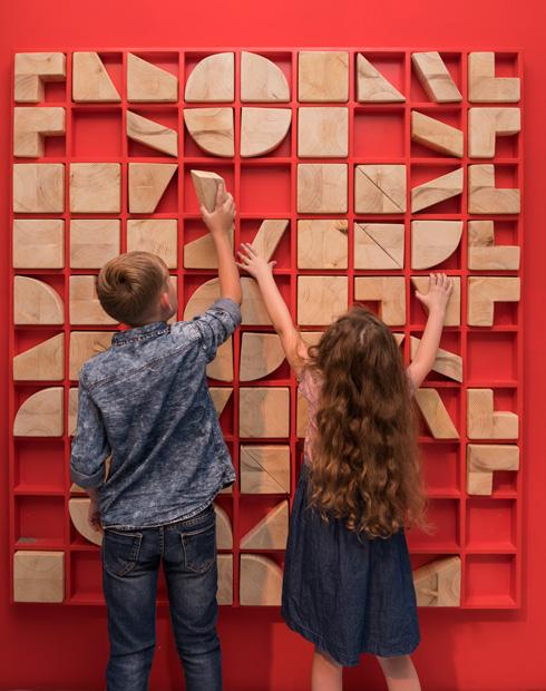 להתנסות בעץ ובצורה (צילום: אלי פוזנר, מוזיאון ישראל)