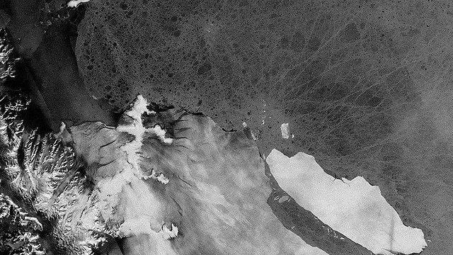 קרחון A68 התנתק ממדף הקרח לארסן ב אנטארטיקה תיעוד מסעו ()