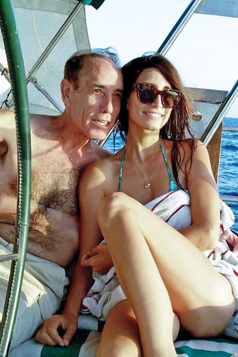 """שרונה עם אביה קובי מרלין ז""""ל. """"הערצתי אותו"""" (צילום: אלבום פרטי)"""