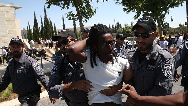 עימותים ומעצרים בהפגננת יוצאי העדה האתיופית בירושלים (צילום: אוהד צויגנברג)