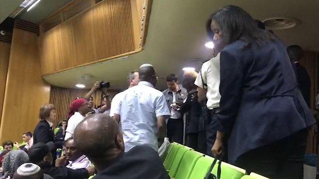 במהלך נאומו של שר העלייה והקליטה יואב גלנט, במליאת הכנסת בדיון פגרה מיוחד בנושא