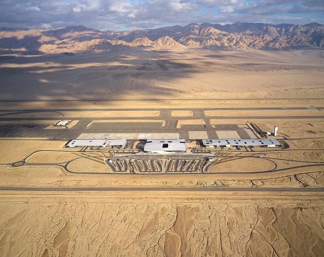 באמצע המדבר: שדה רמון (צילום: Hufton+Crow)