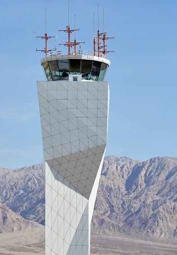 צורות גיאומטריות גם במגדל הפיקוח (צילום: Hufton+Crow)