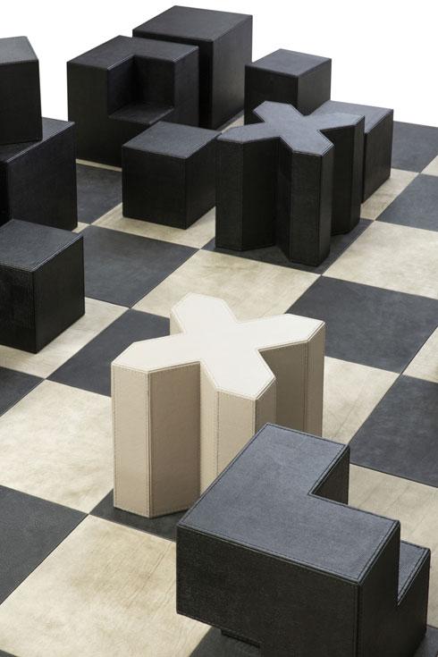 מחווה ללוח השחמט של הרטוויג, בעיצובו של מעצב הרהיטים התל אביבי ניסו אדוט (צילום: דרור עינב)