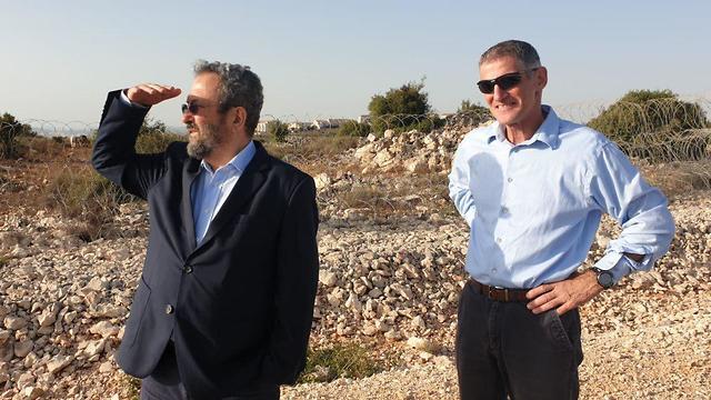 אהוד ברק יאיר גולן הצהרה לתקשורת ב אריאל (צילום: יריב כץ)