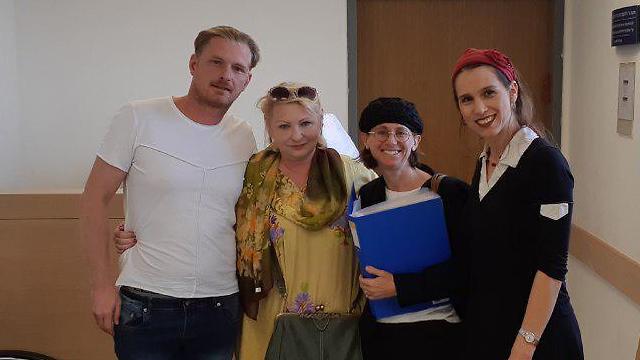 Олег с матерью и адвокатами в раввинатском суде