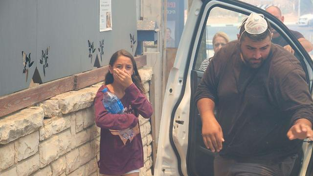 Residents of the Ramat Pinkas neighborhood of Or Yehuda being evacuated from their homes (Photo: Shaul Golan)