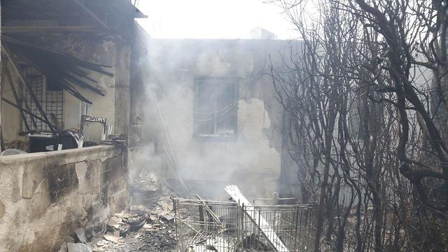 A burned home in Ramat Pinkas, Or Yehuda (Photo: Shaul Golan)