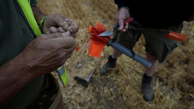 קליע של רובה שהתגלה במקום שבו היה בית החולים המאולתר (צילום: רויטרס)