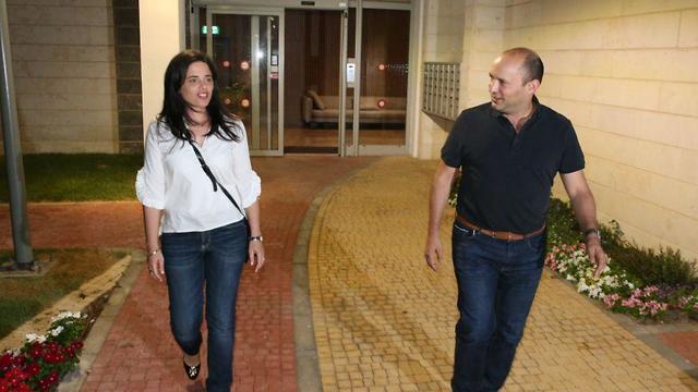 איילת שקד ונפתלי בנט בתום הפגישה בתל אביב (צילום: מוטי קמחי)