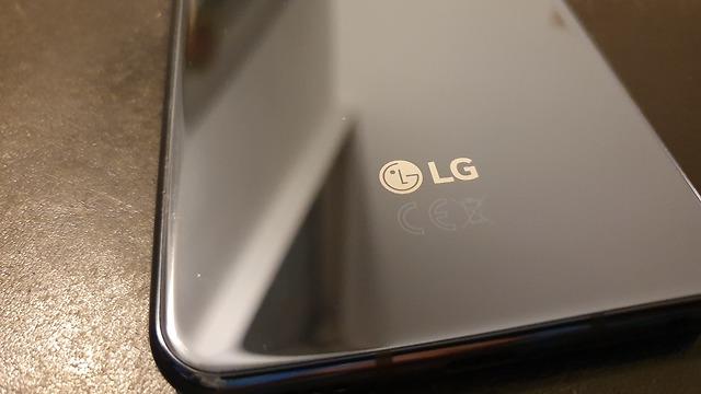 טלפון LG G8SThinQ גב (צילום: ynet)