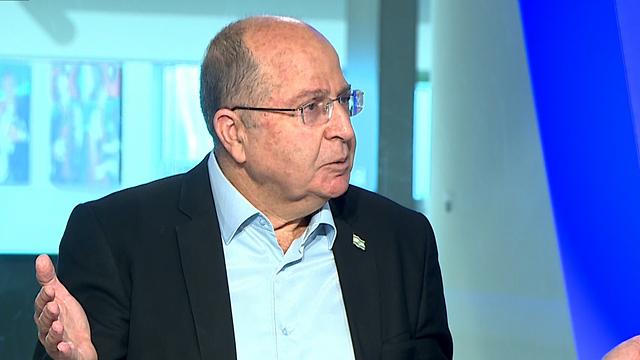 משה בוגי יעלון בריאיון לאולפן ynet (צילום: אלי סגל)