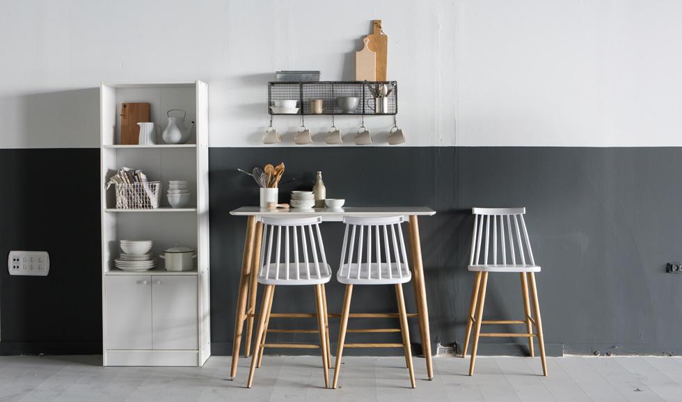 בדרך כלל האי/שולחן הבר נמצא במרכז הבית, בין המטבח לסלון. בדירות קטנות אפשר גם להצמידו לקיר, ולגרור אותו למרכז כשצריך. ''אורבן''