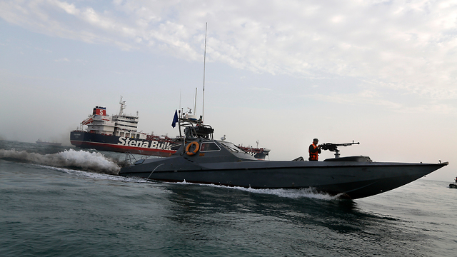 Iranian naval forces approach the British-flagged Stena Impero (Photo: AP)