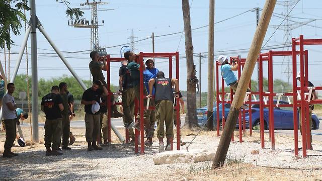 בית ספר ללוחמה בטרור טרור במחנה אדם (צילום: מוטי קמחי )