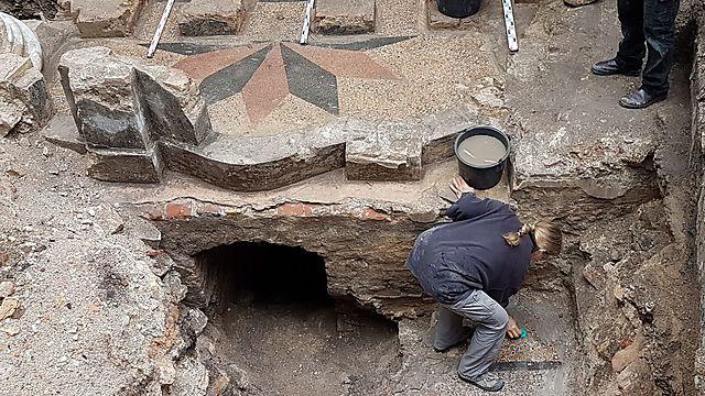 עבודות חשיפת בית הכנסת (צילום: יוחנן (ג'ון) זליגמן, רשות העתיקות)