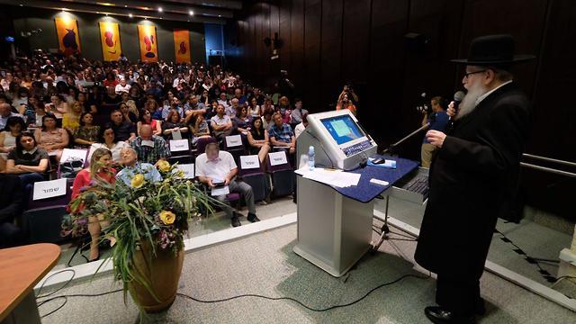 Deputy Health Minister Yaakov Litzman speaking at Sheba Medical Center (Photo: Shaul Golan)
