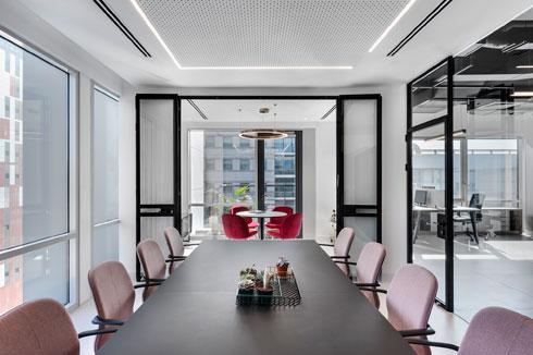 קל להקיף במבט את כל חלקי המשרד (צילום: עודד סמדר)