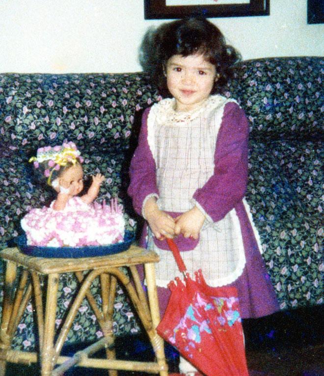"""עדי הלמן, תמונת ילדות. """"הייתי ילדה עצובה"""" (צילום: אלבום פרטי)"""