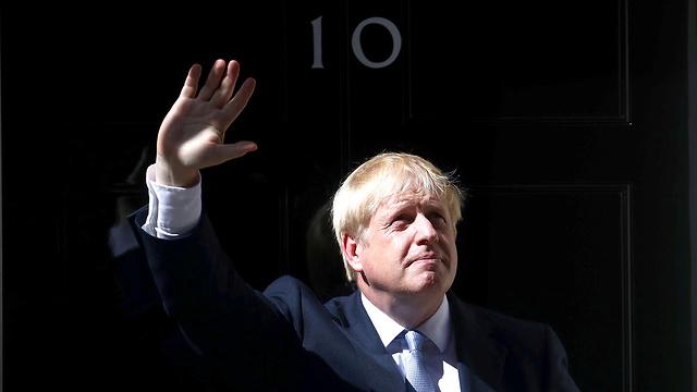 ראש ממשלת בריטניה החדש בוריס ג'ונסון נכנס ל דאונינג 10 לונדון (צילום: רויטרס)