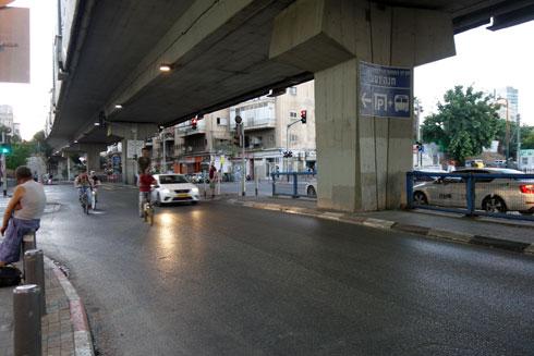אחד הגשרים שמובילים לתחנה המרכזית. שיסעה את השכונות נוה שאנן ושפירא (צילום: מיכאל יעקובסון)