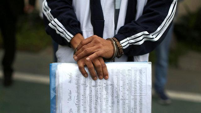 פרו לימה אסירים מוזיקה תזמורת כלא אל קלאו (צילום: AP)