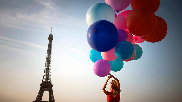 מגדל אייפל פריז צרפת גל חום אירופה (צילום: AFP)