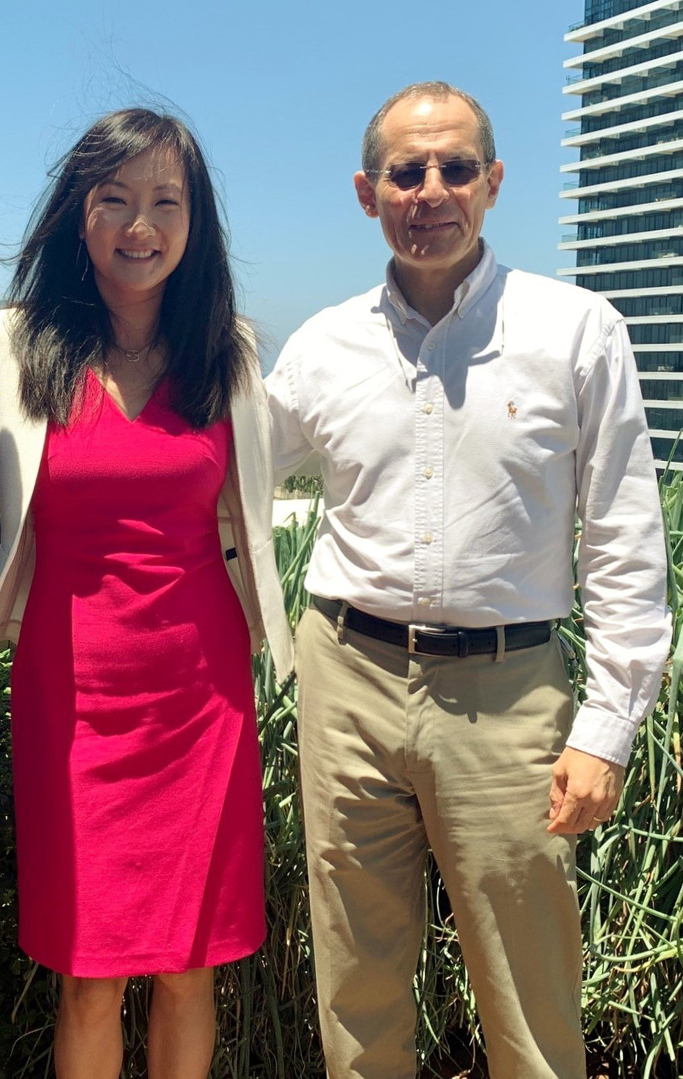 רכילות עסקית יוג'ין קנדל ומיימי סאן (צילום: טיפאני טומפסון)