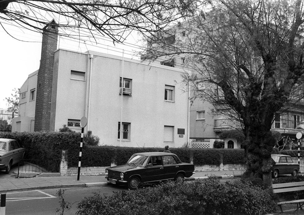 """משפחת בן גוריון רכשה את המגרש הקדמי, שהפך למעון המשפחה. הבית והספרייה העצומה שבו מושכים לכאן כ-50 אלף מבקרים מדי שנה (צילום: יעקב סער, לע""""מ)"""